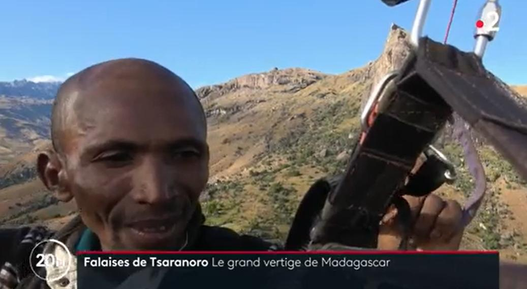 Escalader les falaises de Tsaranoro