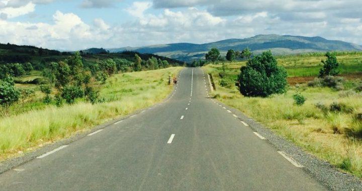 La RN43, Route nationale 43, au centre de Madagascar relie à elle seule 3 régions: Vakinankaratra, Itasy et Bongolava.